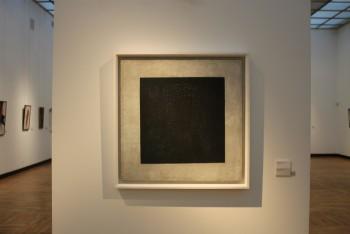 Кстати, этот самый Чёрный квадрат 86 лет висел вверх ногами, ценители прекрасного этого не знали, а просто восторгались шедевром  - черный квадрат.jpg